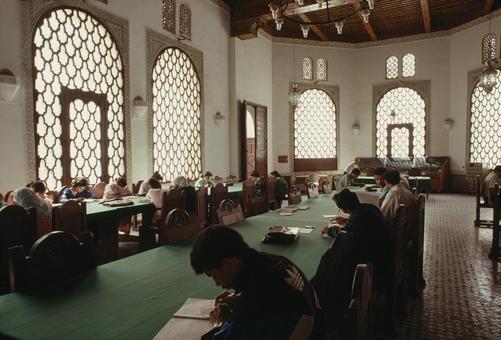 Estudiantes en la universidad del Qarawiyyin, la más antigua del mundo y un importante centro de conocimiento y aprendizaje en el Islam