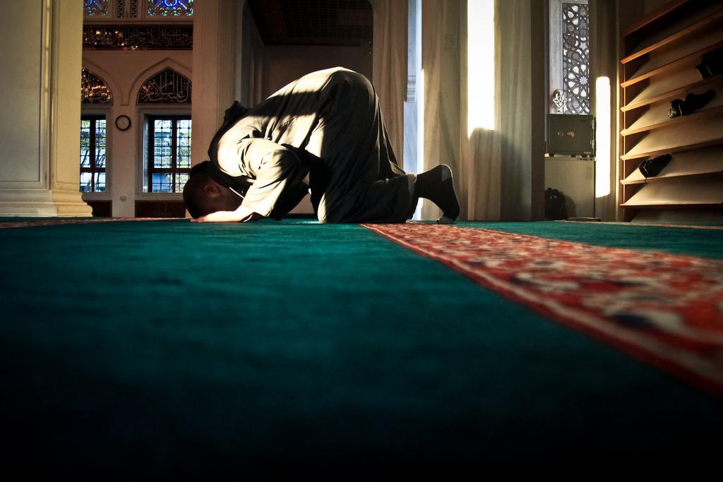 Puede que en un momento de olvido en la oración no estemos seguro de si hemos realizado tres o cuatro ciclos de oración (raka'at) ¿qué hacemos entonces?