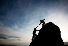 Los buenos amigos son aquellos que te ayudan en tu camino, pasan por alto tus faltas y te ayudan a mejorar, como dijo el Profeta