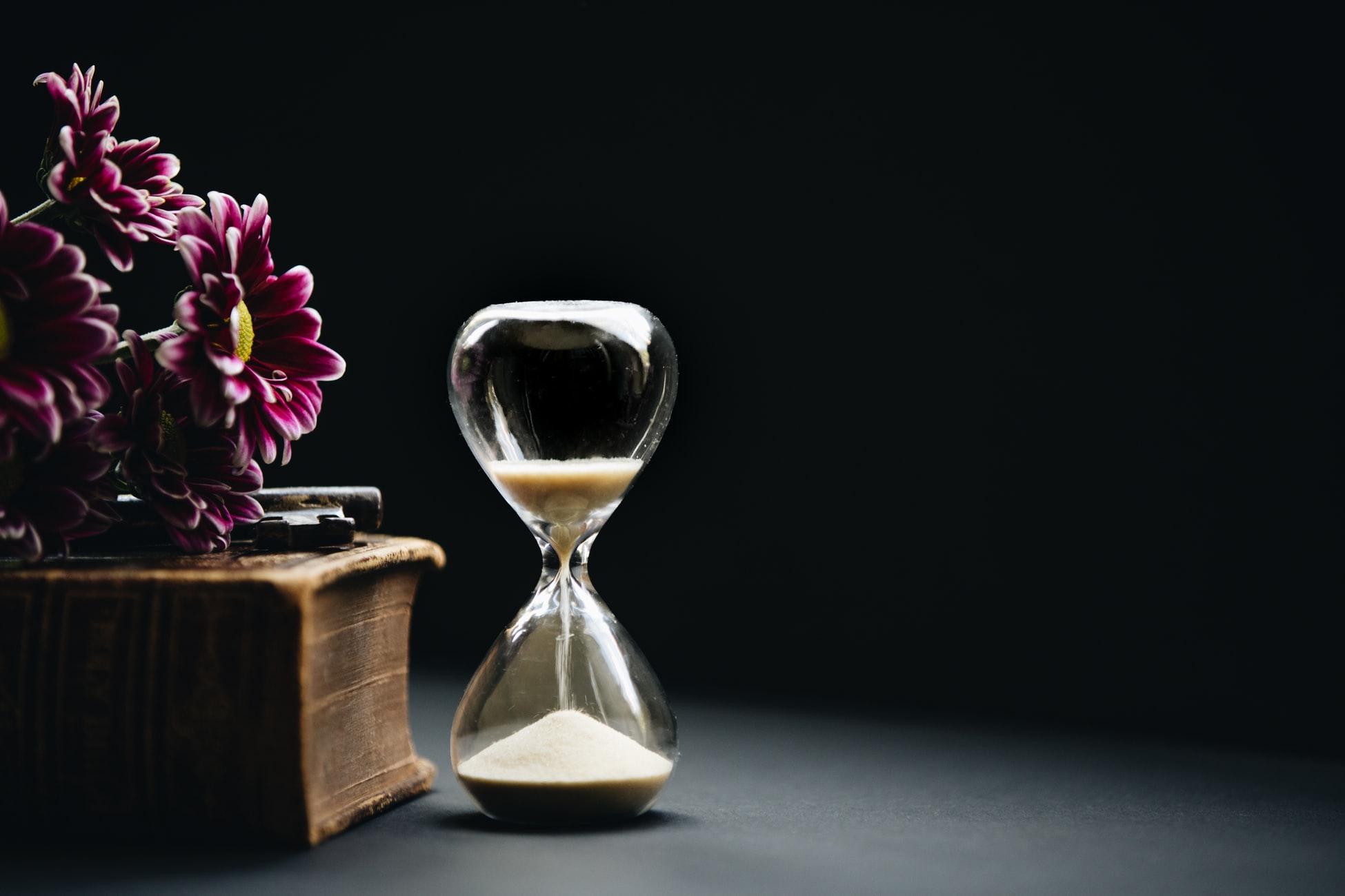 La importancia del tiempo es algo que no podemos menospreciar y algo sobre lo que Allah llama nuestra atención en el Corán