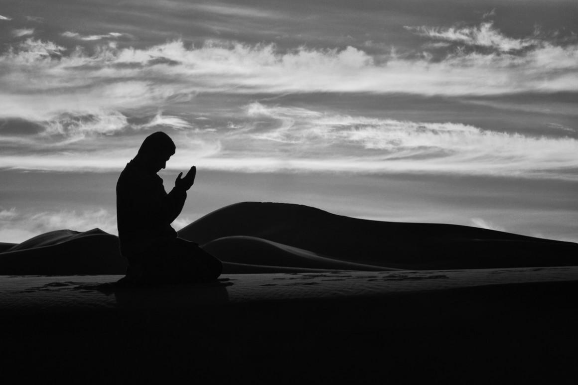"""""""El Dua es el arma del creyente"""" y como tal, es su mejor defensa. Estas son algunas oraciones proféticas para buscar prevención y protección."""