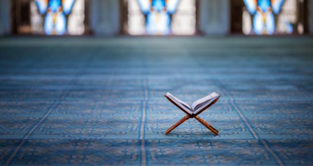 La diferencia entre Tafsir -exégesis- y Tadabbur -reflexión- es que lo primera busca lo que Allah quiere y deriva jurisprudencia mientras que lo segundo es guía espiritual para cada uno.